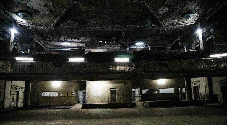 Hamilton-Palacio_indoors_abandonded-theatre4