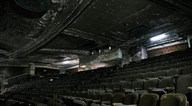 Hamilton-Palacio_indoors_abandoned-theatre_seats