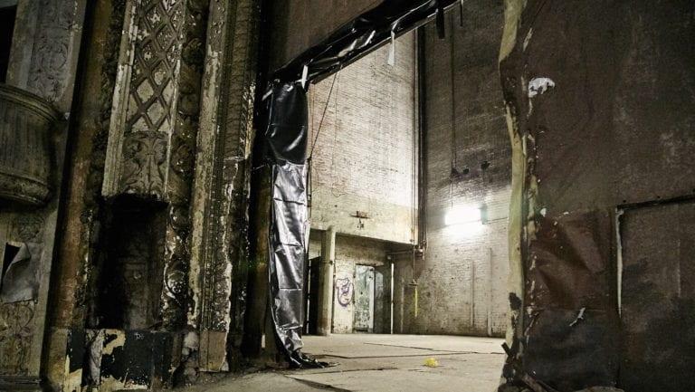 Hamilton-Palacio_indoors_abandonedtheatre
