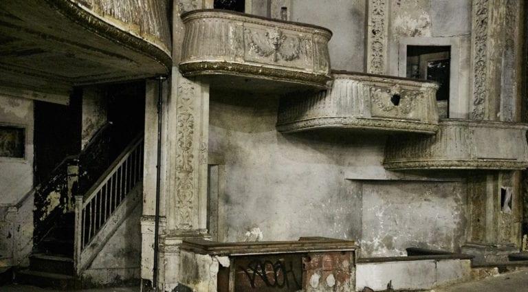 Hamilton-Palacio_indoors_abandonedtheatre_oldstairs