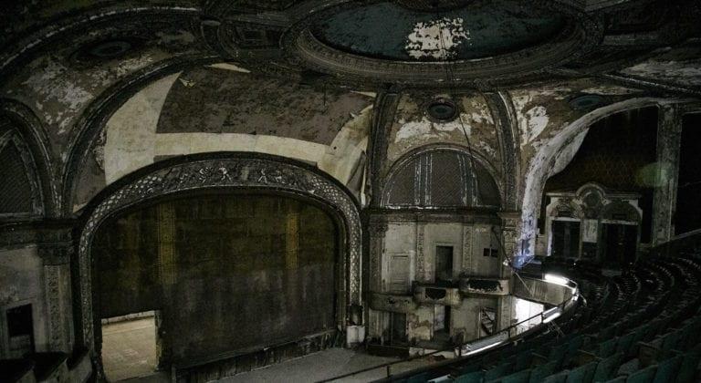 Hamilton-Palacio_indoors_abandonedtheatre_stage