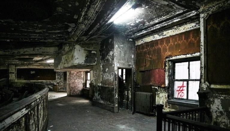 Palacio_indoors_abandoned-theatre5