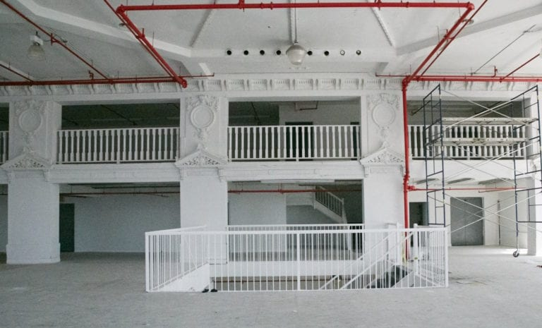 Palacio_indoors_whiteroom_stairs3