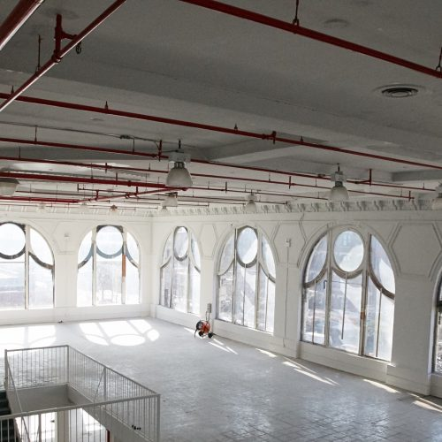 Hamilton-Palacio_indoors_bigwindows_whiteroom3